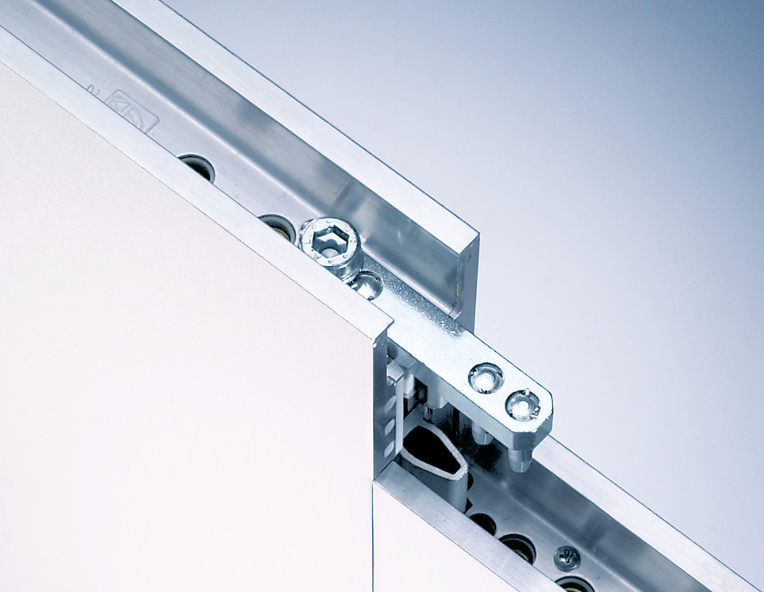 Close-up of a 100 series Mila-wall connection